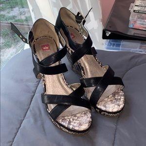 Elaine Turner heels 👠